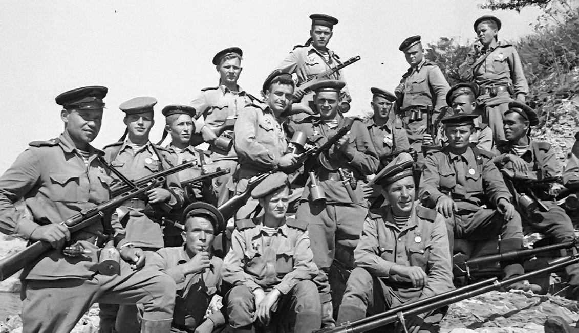 Морские пехотинцы из отряда майора Куникова ©Фото с сайта waralbum.ru