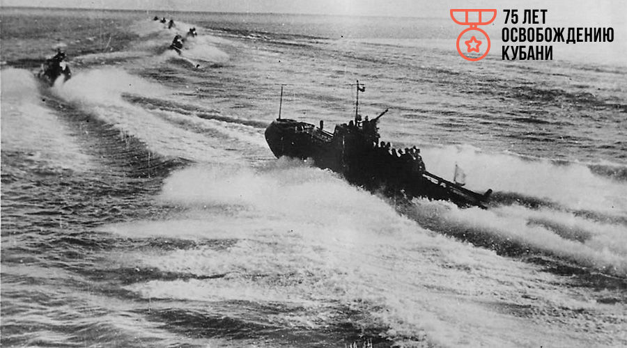 Торпедные катера Черноморского флота с десантом на борту выходят из базы, 1943 год ©Фото с сайта waralbum.ru