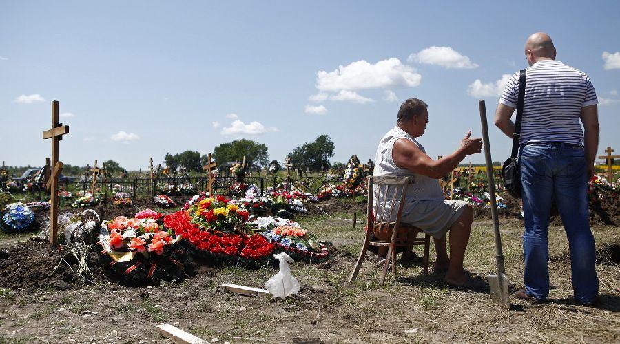 На кладбище в Крымске ©Влад Александров, ЮГА.ру