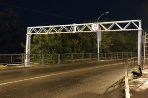 Габаритные рамы на Яблоновском мосту ©Фото пресс-службы администрации Краснодара