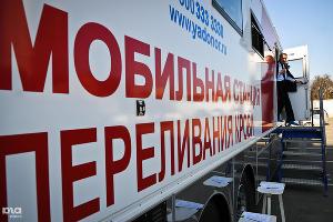 Транспортная полиция сдает кровь ©Елена Синеок, ЮГА.ру