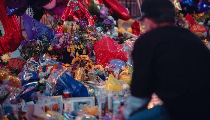 Мемориал памяти Коби Брайанта ©Фото Connor Jalbert, unsplash.com