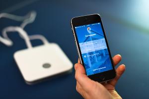 Сигнал с контроллера приходит в личный кабинет и приложение «Умный дом» ©Фото Елены Синеок, Юга.ру