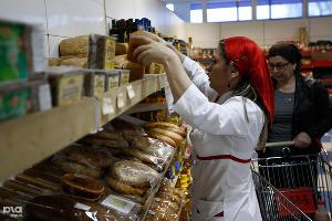Бесплатный хлеб для бедных в Чечне ©Влад Александров, ЮГА.ру