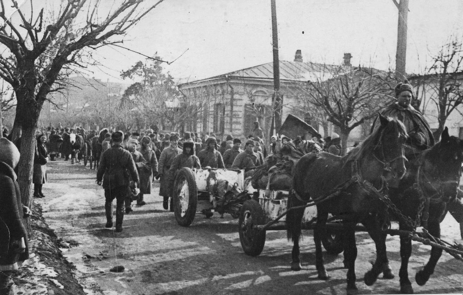 Части Красной армии в Краснодаре, 12 февраля 1943 года ©Фото с сайта waralbum.ru