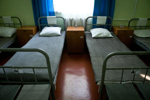 Комната в общежитии для осужденных, находящиеся в облегченных условиях содержания ©Елена Синеок, ЮГА.ру