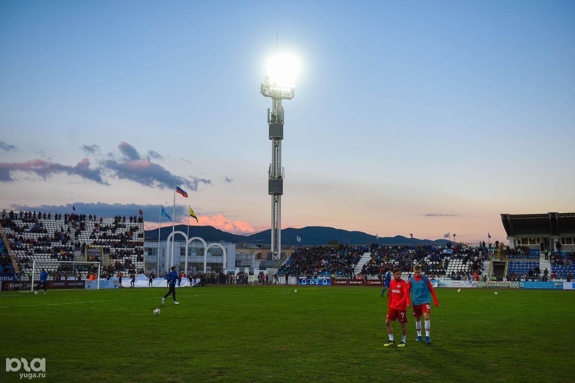 Центральный стадион Новороссийска ©Фото Елены Синеок, Юга.ру