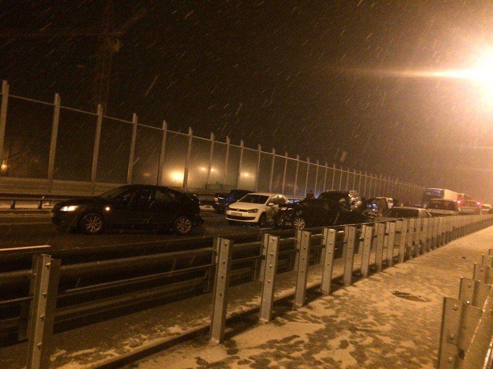 Практически 20 машин попали вДТП навъезде вКраснодар— Куча мала