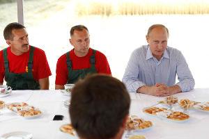 Владимир Путин в Ставрополе (июнь 2014) ©Эдуард Корниенко, ЮГА.ру