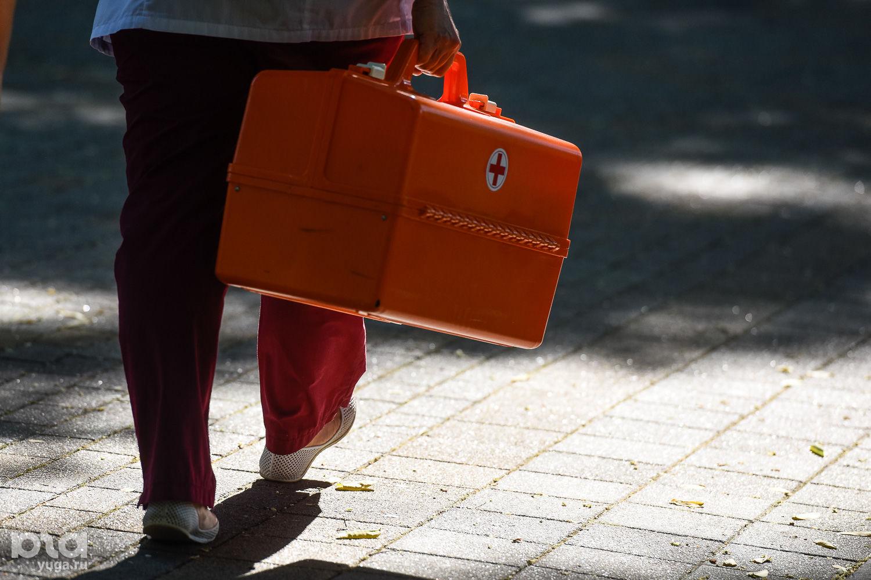 Фельдшер скорой помощи ©Фото Елены Синеок, Юга.ру