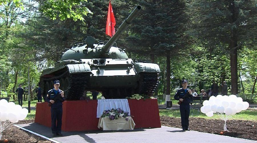 """Новый монумент установили в Краснодаре в """"Сквере памяти героев-танкистов"""" ©http://krd.ru/"""