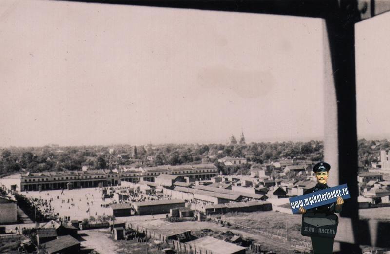 Сенной рынок, вид с Шуховской башни, 1942 год ©Фото с сайта myekaterinodar.ru