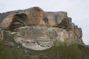 Пещерный монастырь Качи-Кальон в Крыму ©Фото с сайта wikimedia.org