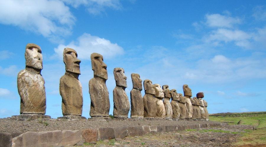 Статуи острова Пасхи ©Фото LuxoDresden с сайта wikimedia.org (CC BY-SA 3.0)