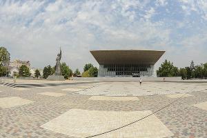 Площадь перед кинотеатром «Аврора» ©Фото Михаила Ступина, Юга.ру