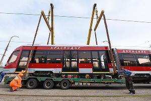 """Новый трехсекционный трамвай """"Витязь""""  ©Елена Синеок, ЮГА.ру"""