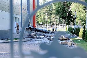 """Прорыв бассейна возле стадиона """"Кубань"""" в Краснодаре ©Татьяна Кунаева, ЮГА.ру"""