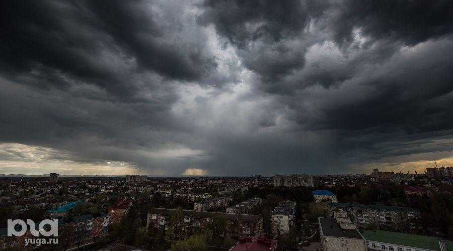 Тучи над Краснодаром ©Фото Елены Синеок, Юга.ру