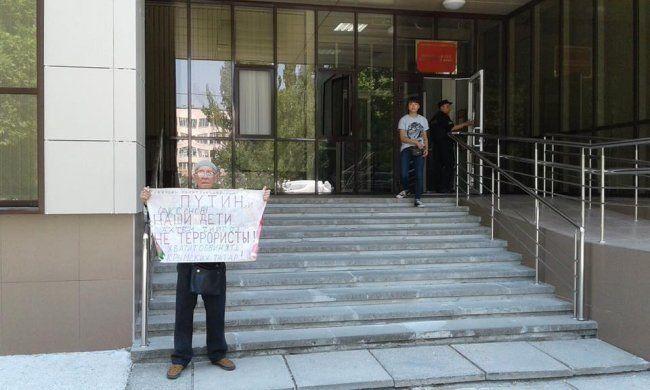 ВКрыму арестовали запикет 76-летнего активиста сболезнью Паркинсона