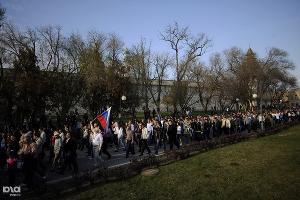 Около 4000 сторонников Олега Шеина идут на санкционированное шествие вдоль стен кремля ©Михаил Мордасов. ЮГА.ру