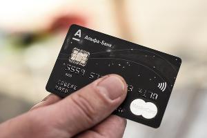 Карта MasterCard «Альфа-банка» ©Фото Елены Синеок, Юга.ру