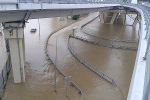 Наводнение в Сочи 25 июня 2015 года. Адлер, развязка по дороге на международный аэропорт Сочи ©http://www.blogsochi.ru