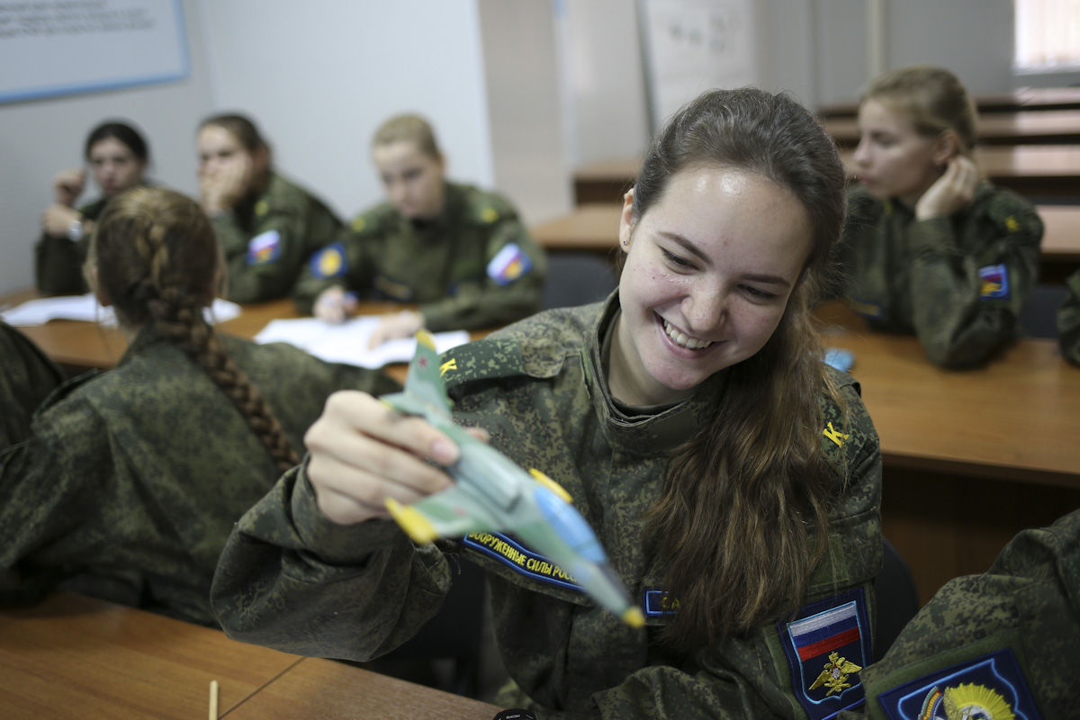 Девушки армия россии как поступить