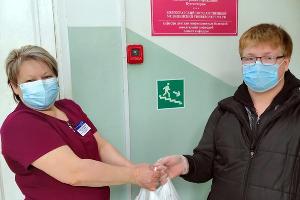 Доставка в детскую клиническую больницу в Волгограде ©Фото X5 Retail Group во «ВКонтакте»
