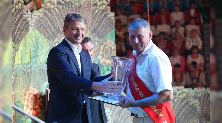 Губернатор Кубани наградил победителей жатвы-2014 ©http://admkrai.krasnodar.ru/