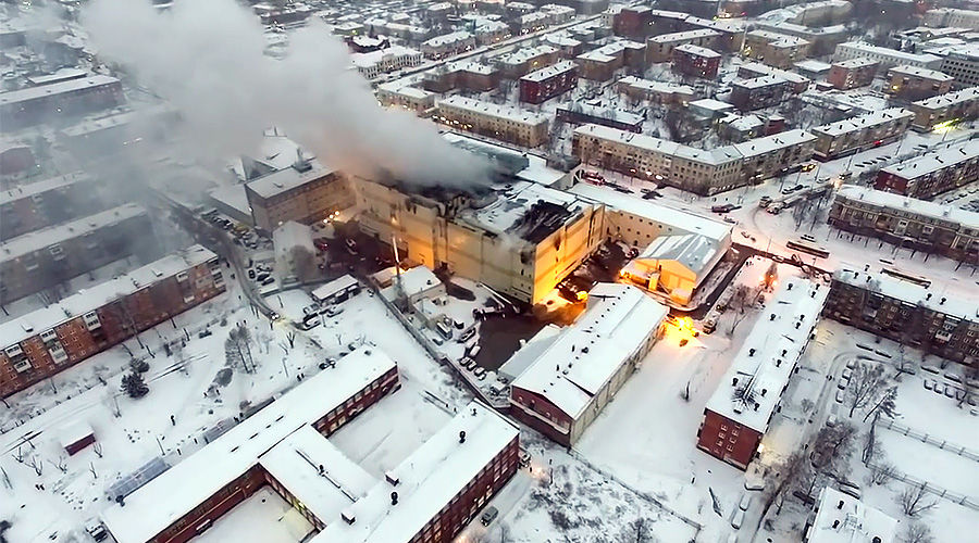 Пожар в Кемерове ©Кадр из видео канала «Мишень в дым» на youtube.com, youtube.com/channel/UC3A_vjS6J2u9FG0_tXf5ZhA