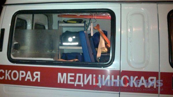 ВРостове голый мужчина разбил стекло вмашине скорой помощи