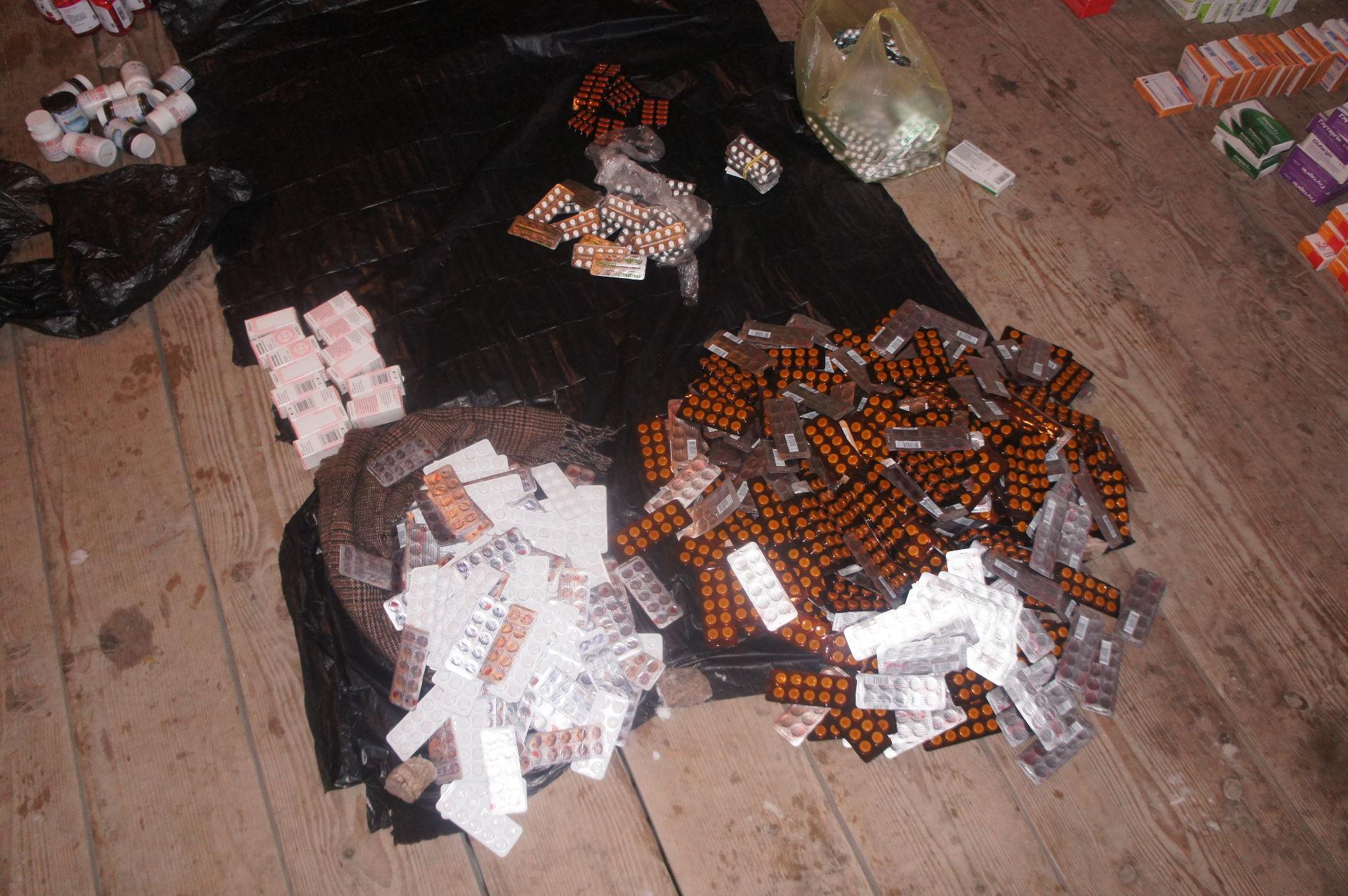 Украинец пытался контрабандой провести вКрым 50кг медикаментов