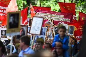 Шествие «Бессмертного полка» в Краснодаре ©Фото Елены Синеок, Юга.ру