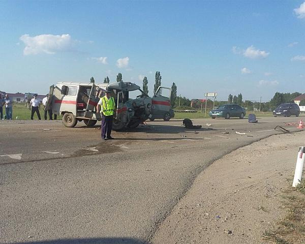 Двое погибли при столкновении «скорой» иКамАЗа