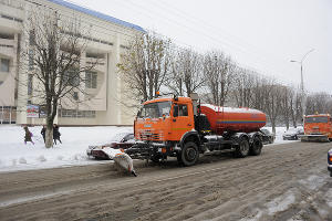 Уборка снега в Майкопе ©Фото с сайта maikop.ru