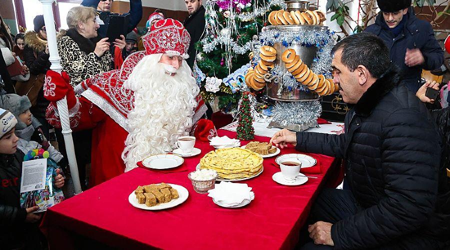 Дед Мороз и Юнус-Бек Евкуров ©Фото Юга.ру