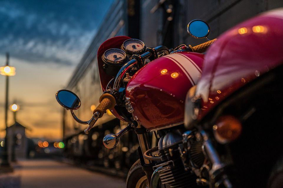 Один мотоциклист умер, другой пострадал вДТП смашиной вТаганроге
