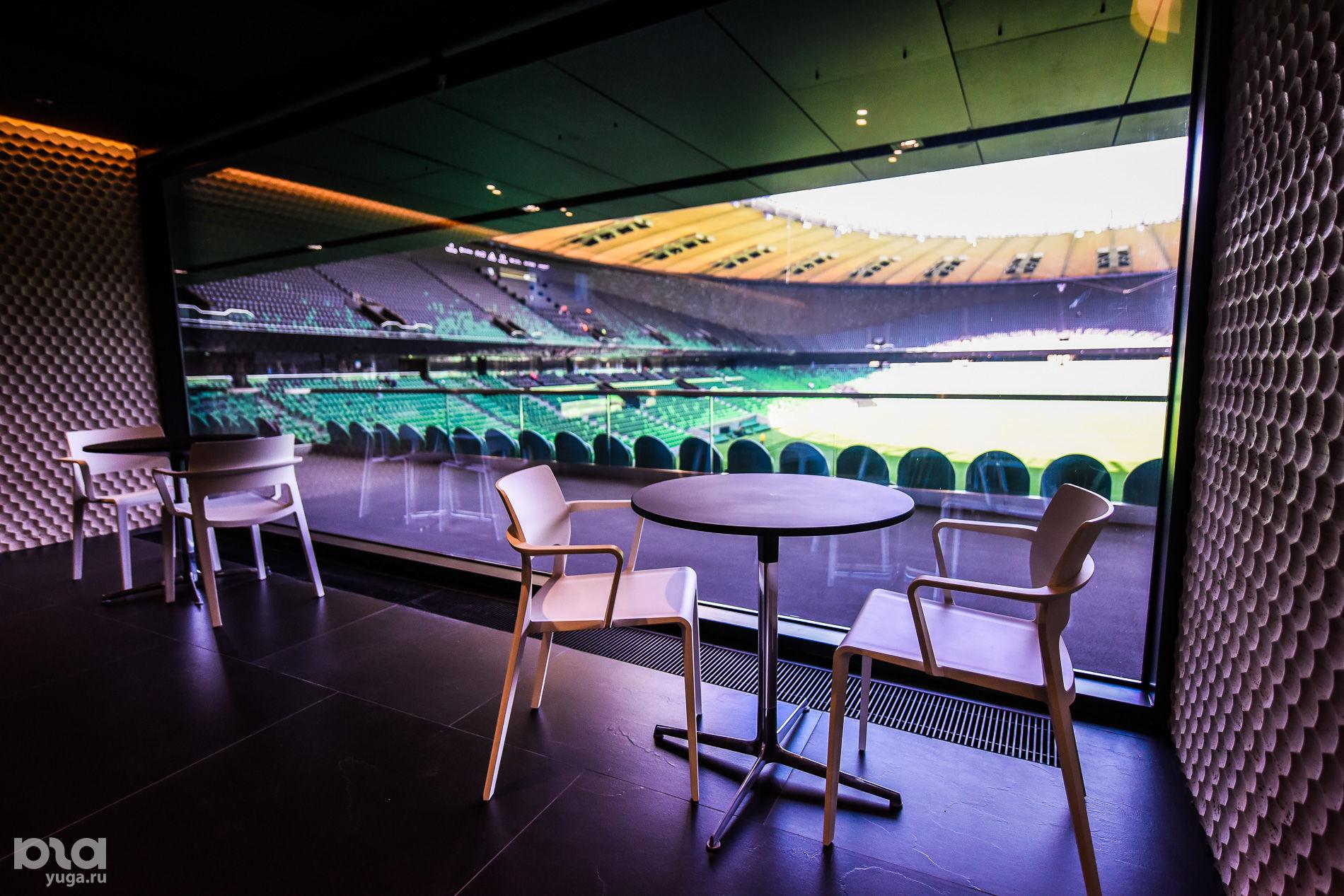 Один из двух панорамных баров на стадионе ФК «Краснодар» ©Елена Синеок, ЮГА.ру