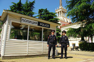 Транспортная полиция на железнодорожном вокзале Сочи ©Фото пресс-службы УТ МВД России по ЮФО