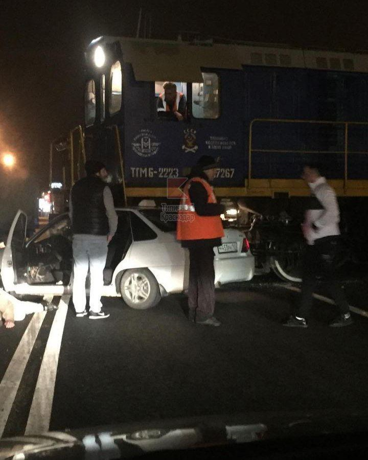 ВКраснодаре столкнулись такси итепловоз— Нетипичная авария