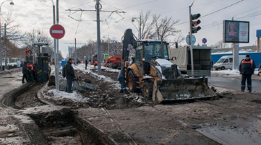 В Краснодаре началось строительство трамвайной линии на улице Московской. Фоторепортаж