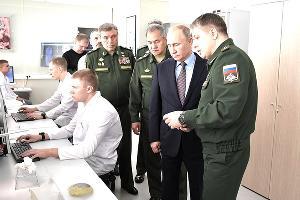 Владимир Путин в военном технополисе «Эра» ©Фото с сайта kremlin.ru