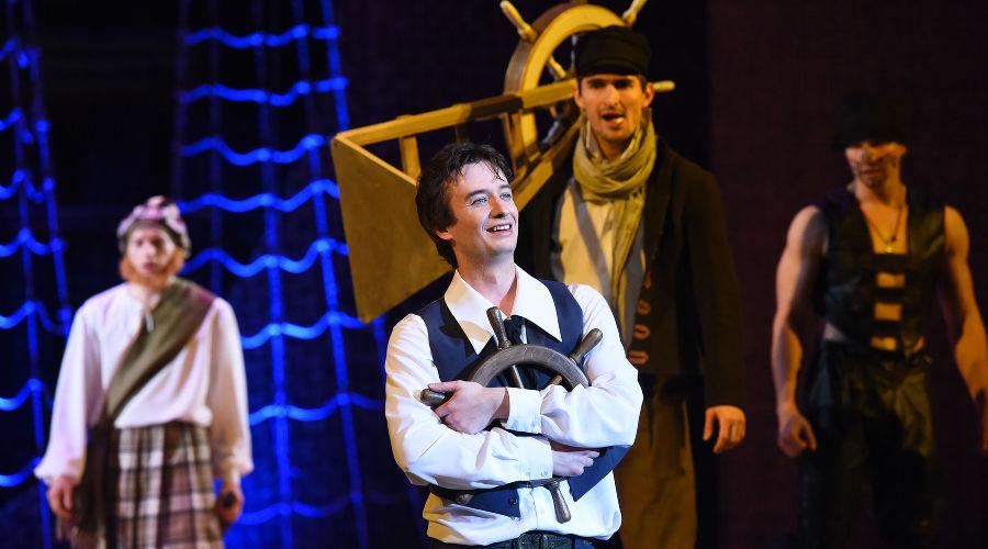 Арсений Фогелев во время премьеры спектакля «Алые паруса» ©Фото Елены Синеок, Юга.ру