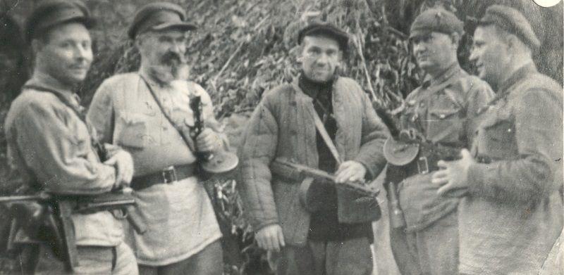 Командиры и комиссары партизанских отрядов Майкопского куста, действовавшего в тылу врага. Осень 1942 года