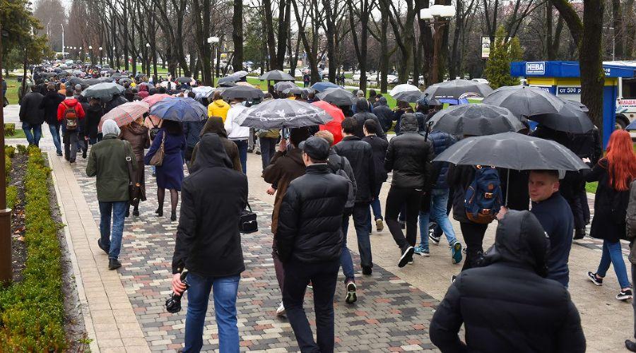 Шествие на улице Красной ©Фото Елены Синеок, Юга.ру