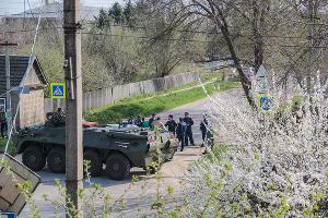 Осмотр места взрывов у Новоселицкого ОВД ©Фото (с) Роман Кияшко