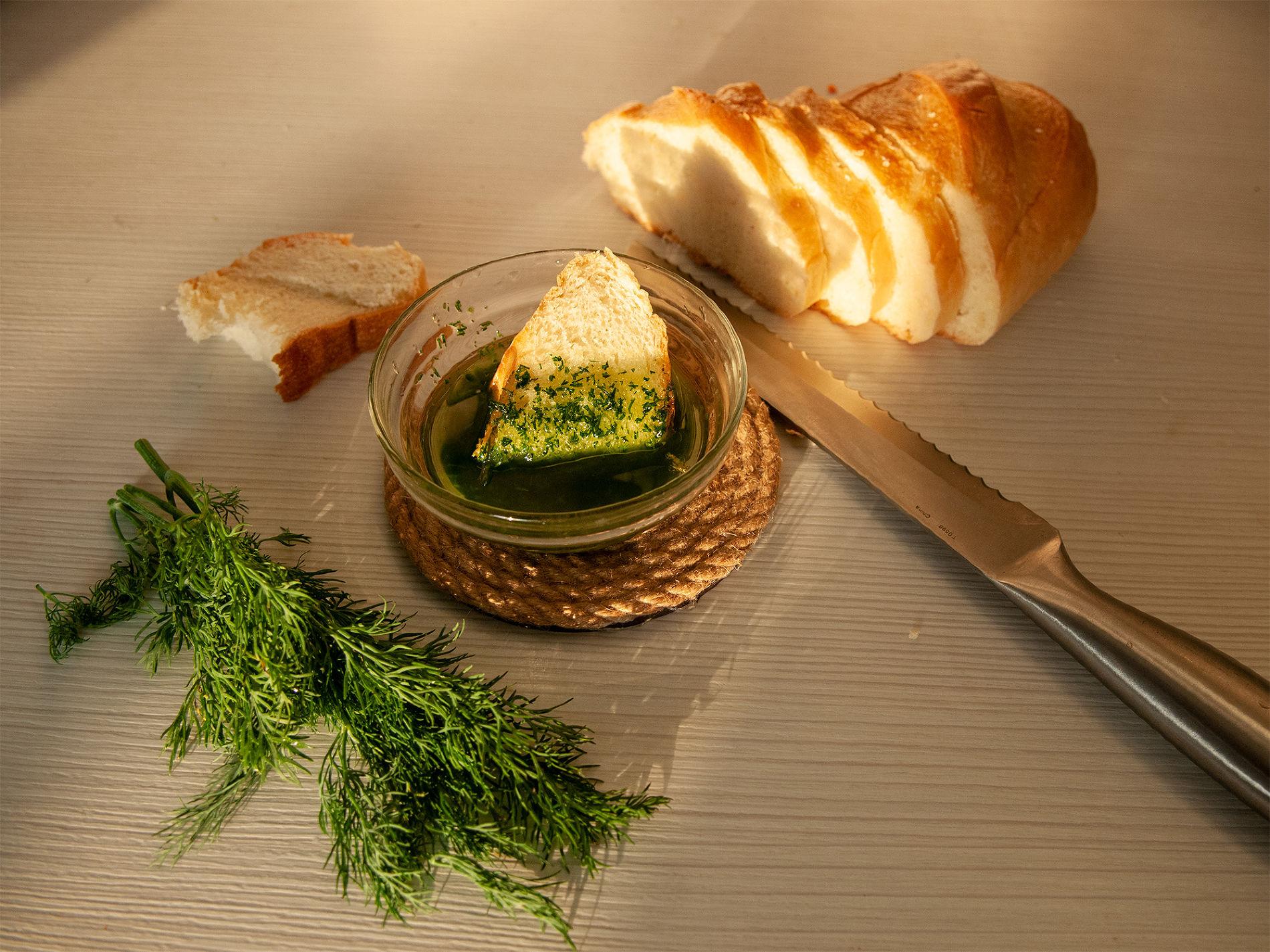 Закуска из укропа с нерафинированным маслом ©Фото Дмитрия Пославского, Юга.ру