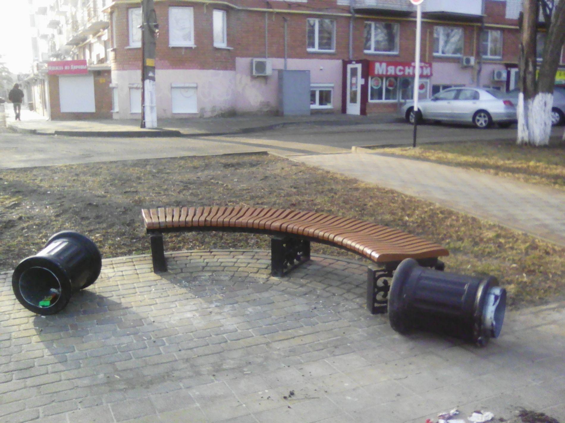 Вандалы украли декоративную жемчужину сПриморской набережной вЕйске