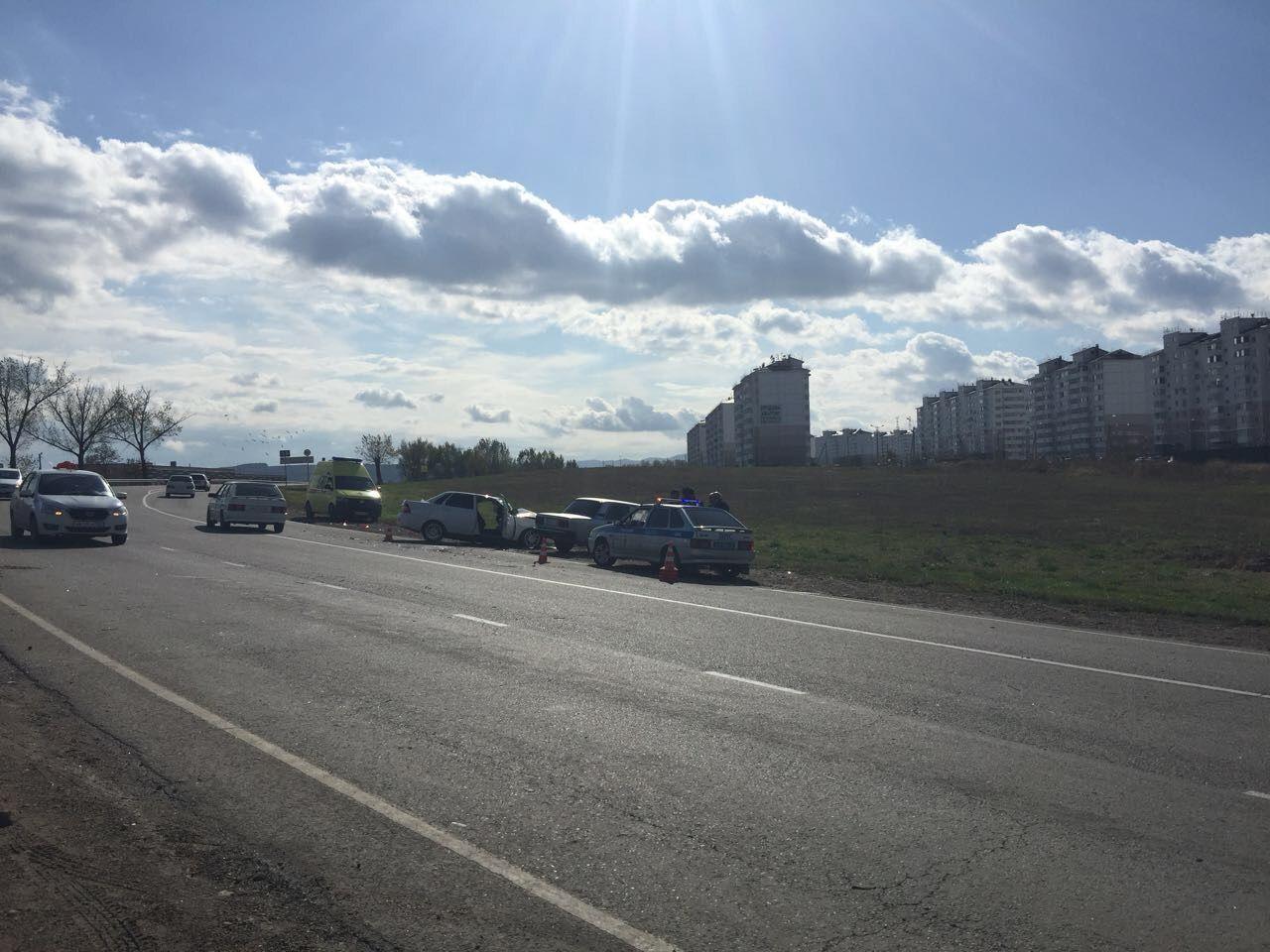 Автомобиль свадебного кортежа спровоцировал ДТП вКраснодарском крае