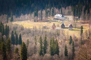 Вид на заброшенный санаторий в горах ©Елена Синеок, ЮГА.ру